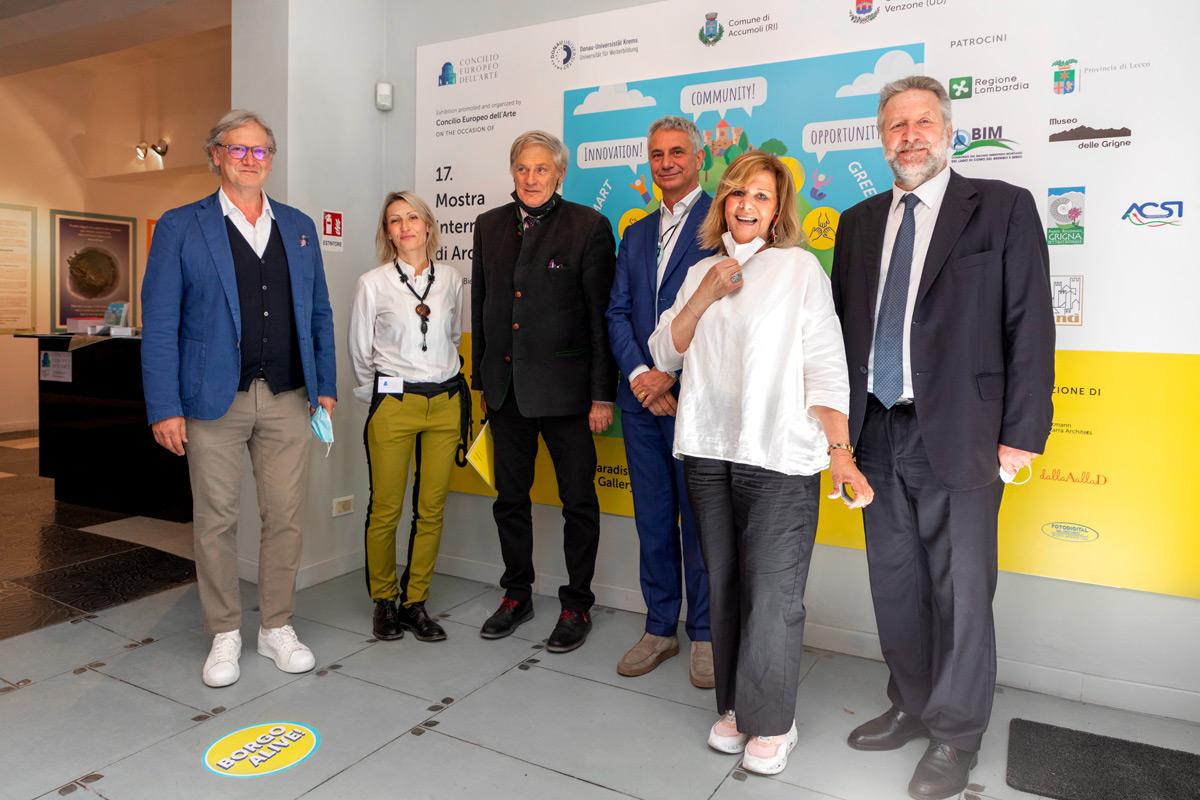 Fotop di gruppo mostra Concilio Europeo dell'arte a Venezia
